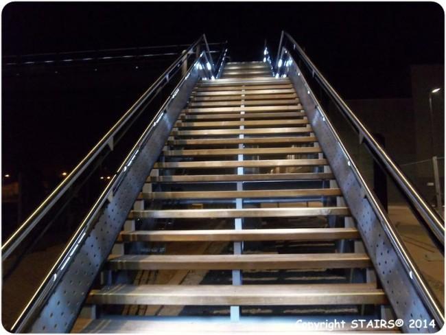 Illumination Escaliers par Maincourante led Stairs® MAIA incorporée dans les garde-corps.